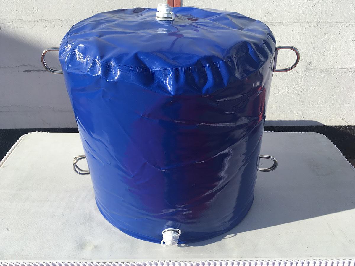 blauer wassersack f r h pfburgen zur befestigung 98 kg. Black Bedroom Furniture Sets. Home Design Ideas